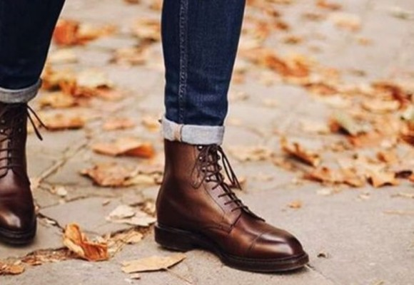 How to combine men's boots?